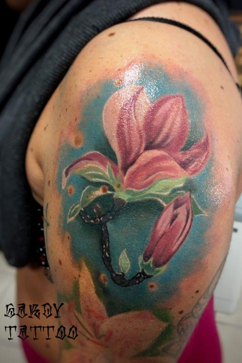 Magnolia flower #tattoooftheday #realism #realistictattoos #italiantattooartist