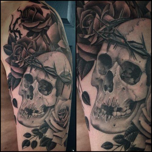 Skull and bottom rose healed top half fresh!! #skulltattoo #skull #roses #tattoo #blackandgreytattoo #bnginksociety #rotaryworks #inkjecta #tattoodo #fudoshintattoos #lovehatesocialclub @fudoshintattoos @love_hatelondon