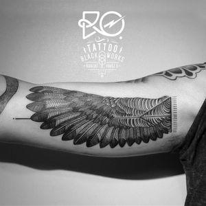 By RO. Robert Pavez • Wing • #engraving #dotwork #etching #dot #linework #geometric #ro #blackwork #blackworktattoo #blackandgrey #tattoo #wing