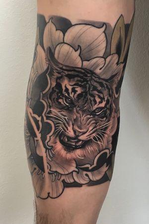 Tiger in peony #tiger #peony #japanese #irezumi #tattood #wearesorrymom