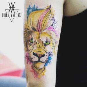Por Bruna Martinez Instagram @brunaamartinez hellviewtattoo@gmail.com #tattoo #tattoo2me #tattooflash #art #artist #tattoolikeagirl #BruMartinez #hellview #cwbtattoo #flashtattoo #lion #watercolor