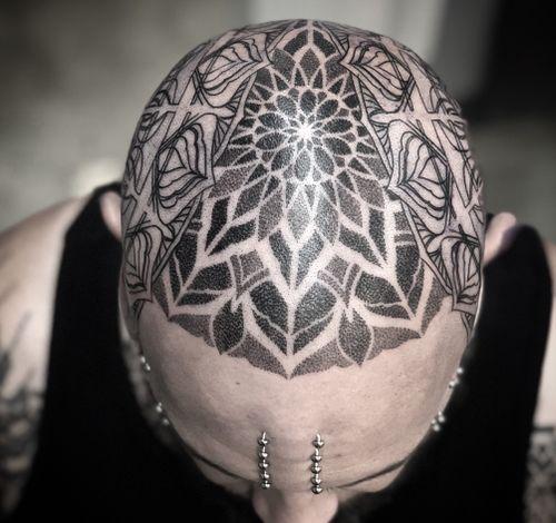 #dotwork #blackwork #geometric #ornamental #mandala #geometrictattoo #headtattoo #mandalatattoo