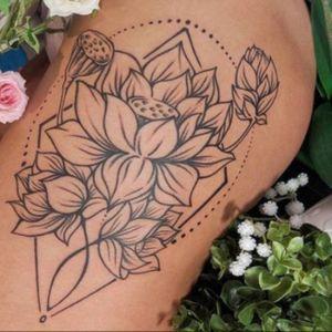 Lotus flower tattoo #minitattoo #minimalismtattoo #smalltattoo #smaltattoos #tinytattoo #tinytattoos #minimalism #tattoo #tattoogirls #tattoographic #linework #lineworktattoo #Fineline #finelinetattoo #fineLineTattoos #alisovatattoo #AlisaAlisova