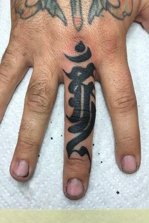 Lettering finger tattoo #lettering #blackwork