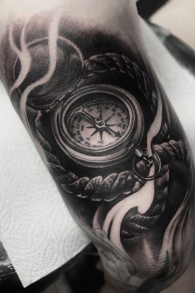 #compass #compasstattoo #tattoooftheday #realism #blackandgrey #travel