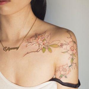 So pretty!!!! #flowers #delicate #collarbone #shoulder