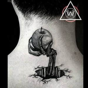 Apple Instagram : zero.tattooer . . #apple #skull #black #blackwork #blackworker #tattoo #f4f #like #daily #tattooart #t #dot #dots #ink #inked #zerotattooer