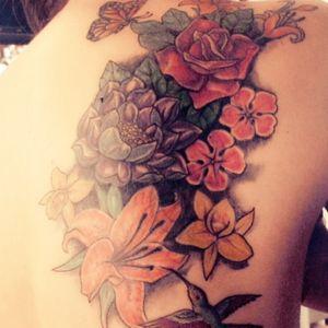 #qualitytattoo #tatuagem #flowers #lotusflower #Tattoodo #butterfly #roses #CoverUpTattoos #coverup #oldtattoo #tatuagemcolorida #tatuagemfeminina
