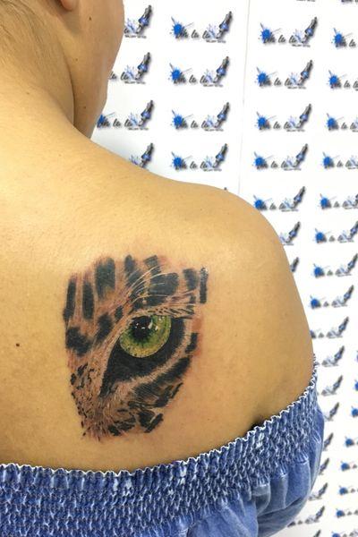 #leopardtattoo #leopard #leopardeye #realism #colortattoo #girlswithtattoos #girlswithink #uhlalatattoo #tatuadoresmexicanos #mexicanoschingandolecabron #leonntattoo