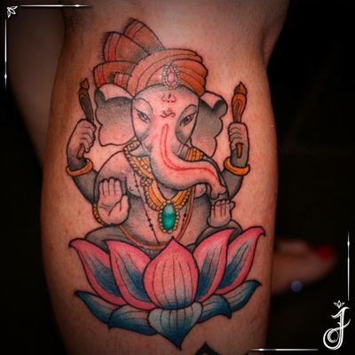 Ganesha • #tattoo #tatuagem #ganesha #ganeshatattoo #lotus #lotustattoo #hindi #god #tatuagemfeminina #hindigod #hindu #hinduismo #hinduism #elephanttattoo #elephant #elefante #protector #neotrad #neotradtattoo #neotradicional #neotraditional #neotraditionaltattoo