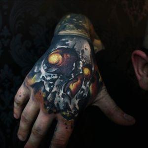 Skull hand done for my mate #worldfamousink #liverpooltattoo #ink #skulltattoo #colourtattoo #handtattoo #michaldetka