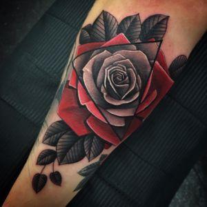 #rosetattoo #blackandgreytattoo #redrose #flowers #tattoos #irezumi #tattooflash #tattoodo #thesolidink #fudoshintattoos #flowertattoo #photography @fudoshintattoos