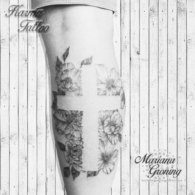 Flowers and cross tattoo; balckwork #tattoo #tatuaje #color #mexicocity #marianagroning #tatuadora #karmatattoo #awesome #colortattoo #tatuajes #claveria #ciudaddemexico #cdmx #tattooartist #tattooist #flowers #cross #blackworktattoo