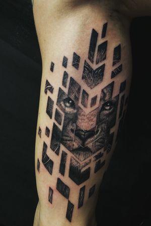 Tattoo done by Floyd Varesi #geometric #geometriclion #lion #geolion