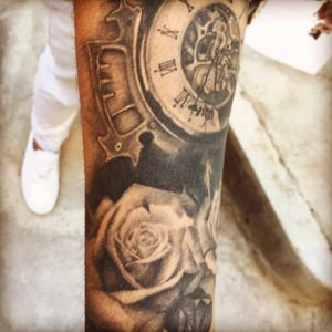 #pepestattoobolivia #tattoo #tattooblackandgray #watchtattoo #rosetattoo #LaPaz #bolivia #phantomart