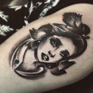 #blackandgrey #portrait #girl #birds