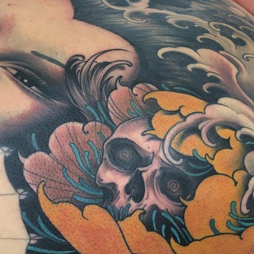 Skull in peony #peony #peonies #peonytattoo #skull #japanese #neojapanese #irezumi