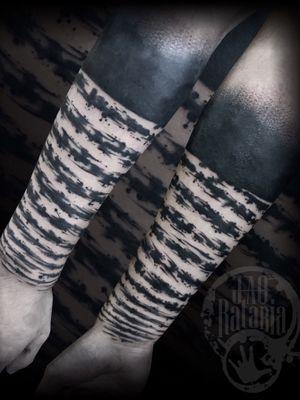 Cover-up realizado ontem, nao costumo fzer reformas ou coberturas mas abracei esse desafio ontem, obrigado por acreditar no meu trabalho! #rataria #tattoo #blackwork #blackworkers #blackworkerssubmission #ttblackink #onlyblackart #theblackmasters #tattooartwork #inkstinct #inkstinctsubmission #superbtattoos #wiilsubmission #stabmegod #tattoos_artwork #tattoosoftheday