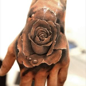 Would love a rose or roses on my shoulder with the word love. Artist unknown but the details are amazing. Love is my mantra and roses are my favorite flower. #dreamtattoo #roses #love @amijames