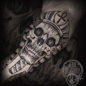 Um dos trampos de hj! #rataria #tattoo #blackwork #blackworkers #blackworkerssubmission #ttblackink #onlyblackart #theblackmasters #tattooartwork #inkstinct #inkstinctsubmission #superbtattoos #wiilsubmission #stabmegod #tattoos_artwork #skulltattoo #skull #egypt