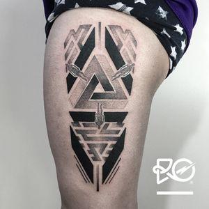 By RO. Robert Pavez • Inception • #engraving #dotwork #etching #dot #linework #geometric #ro #blackwork #blackworktattoo #blackandgrey #black #tattoo #crows #crowstattoo