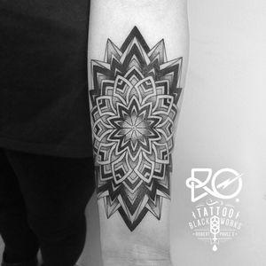 By RO. Robert Pavez • Mandala • #engraving #dotwork #etching #dot #linework #geometric #ro #blackwork #blackworktattoo #blackandgrey #tattoo