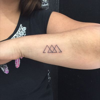 #smalltattoo #minimaltattoo #minitattoo #TriangleTattoos #geometrictattoo #geometric #forearm #forearmtattoo #tattoo #inked #mexican