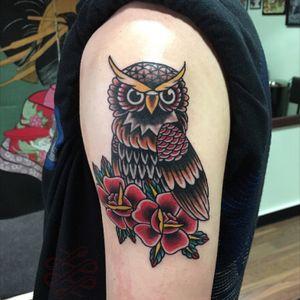 Trad owl! #traditionalowltattoo #tradowltattoo #roses #trad #staganddaggertattoo