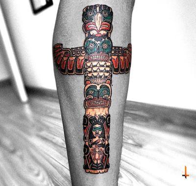 Nº589 #tattoo #tattoed #ink #inked #boyswithtattoos #totem #totemtattoo #canada #canadiantotem #nativeamerican #northamerica #spiritbeign #sacred #tribe #ojibwedoodem #stencilstuff #eternalink #cheyennetattoo #cheyennetattooequipment #soulflowercartridges #bylazlodasilva Couldn't stop the green from bleeding, so ignore it 😅