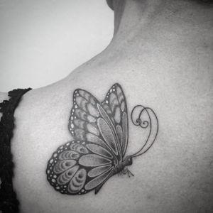 #butterfly #butterflytattoo #dotworktattoo #dotwork #backtattoo #papillon #papillontattoo #blackandwhite #blackandgrey #blackandgreytattoo #blackandwhitetattoo #lespetitspointsdefanny #tattoodo #tattoolausanne