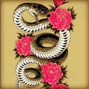 #dreamtattoo #amijames #lovehatetattoo #miami #dreamtattoo #snake #japanese #holiday #please #winner? #tattooedgirls #peterborough #england