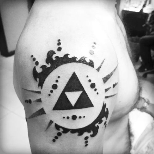 #zelda #Link #Triforce #tattoo #tribal #dotwork #blackink #cheyennehawkpen #eikondevice #shouldertattoo #videogames #geometry