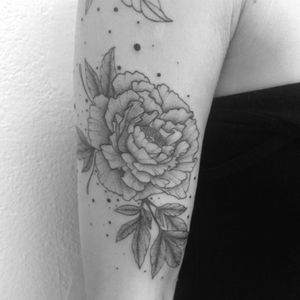 #tattoo #sleeve #sleevetattoo #peony #peonies #flowertattoo #lespetitspointsdefanny
