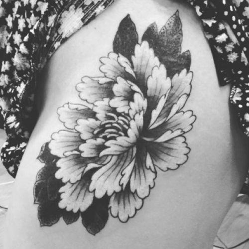 Peony by @amijames 🌸 #peony #blackandgrey #flower #amijames