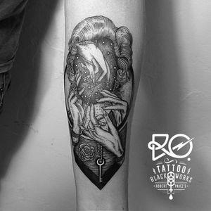 By RO. Robert Pavez • Marilyn Monroe and her lost hands • #engraving #dotwork #etching #dot #linework #geometric #ro #blackwork #blackworktattoo #blackandgrey #black #tattoo #marilynmonroe