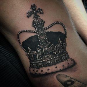 Added a #crown to Scott's leg!  #crowns #tattoos #blackandgreytattoo #bng #greywash #thesolidink #tattoo #kingsandqueen #king #queen #royalty #london #fudoshintattoos #southwoodfordtattoo @fudoshintattoos