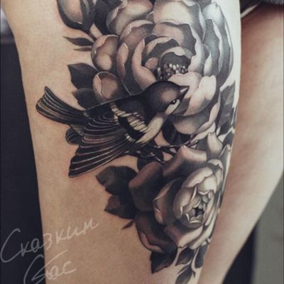 #flowers #floral #roses #leaves #Foliage #blackandgrey #bird #swallow #sparrow