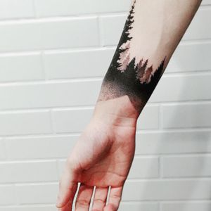 My first tattoo. It represents the unconscious through the symbols of forests. Made in blackdot like a bracelet by Bruna Bianculli in Inkdomus studio located in São Paulo. ———————————————————————————————Minha primeira tatuagem. Representa meu inconsciente através da simbologia das florestas. Feita em ponstilhismo como um bracelete por Bruna Bianculli no estudio Inkdomus localizado em São Paulo. #forest #meulocalseguro #tattoo #floresta #inkdomus #blackwork #pontilhismo #blackdot #firsttattoo #primeiratatuagem #trees #brasil