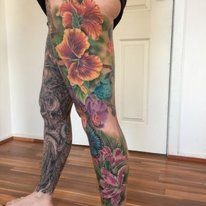 A ful leg of #flowers Most of the flowers on this side of this #legsleeve are aviut 1.5 years old with no touchups #hibiscus #tropical #colour #color #sleeve #birds #rainbow #lily #orchid #lizvenom #tattoos #tattoo #women #girl #girlie #feminine #floral #inspiring