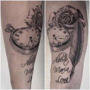 @realistic.ink @tattoodo @tattoo.artists @tattooistartmag @tattooedplanet @tattoorealistic #pocketwatch #pocketwatchtattoo #montreagousset #rosetattoo #feathertattoo #plumetattoo #realism #realistictattoo #blackandgreytattoo #blackandwhitetattoo #lespetitspointsdefanny #tattoolausanne