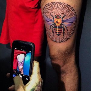 #Collaboration between #SashaUnisex and #CoreyDivine for this cool #bee tattoo.