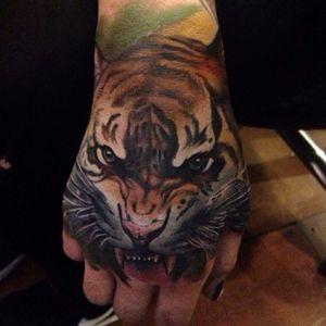 #realistic #tiger #hand #fullcolor
