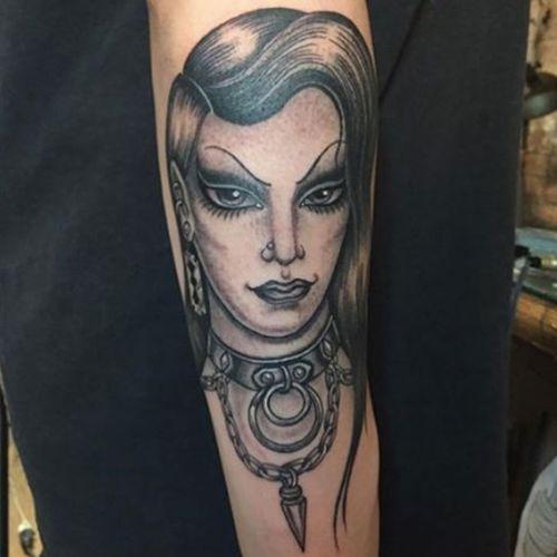 Tamara Santibanez Tattoo on Vanessa #blackandgrey #blacktattoo #razor #collar #sharp #girlheadtattoo